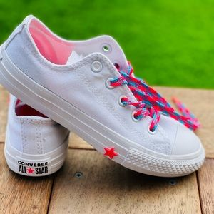 Girl's Convese shoe, size AU 13